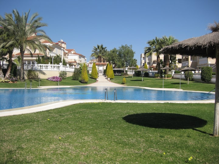 Nice 3 bedroom apartment- Great swimming pool area