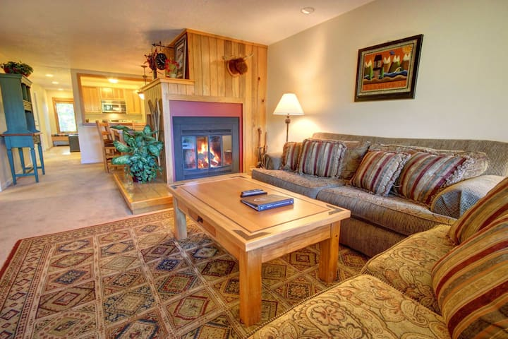 Beautiful 2 Bedroom Condo in the Pines with Relaxing Forest Views
