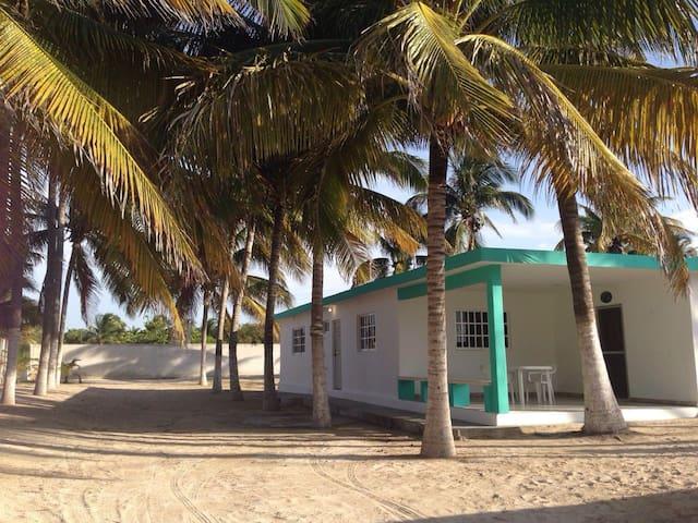 Casa de Playa a 1 calle del mar, espaciosa - Chelem - Apartamento
