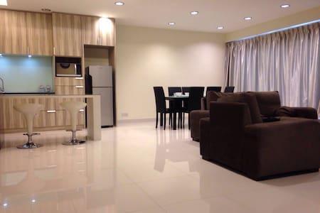 Luxury Penthouse Setiawalk Puchong - Puchong - Apartment