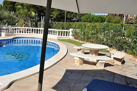 Seaside villa with garden and pool - Ampolla