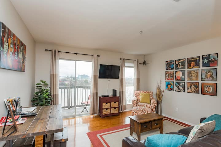 DOWNTOWN Riverfront Condo close to BROADWAY ACTION