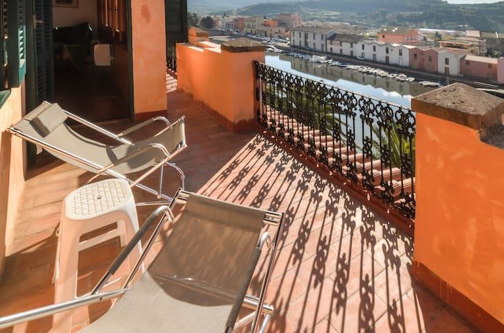 Apartment/b&b overlooking the river - Bosa - Bed & Breakfast