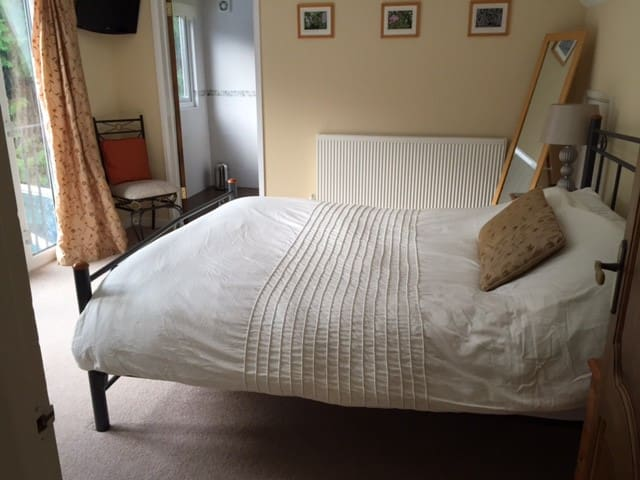 King size bed and en-suite