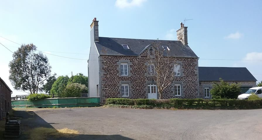 Magnifique maison familiale, proche de la mer - La Haye-Pesnel - Ev