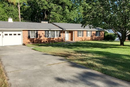 2000 sq ft  remodeled ranch 5 mins from Ft Jackson