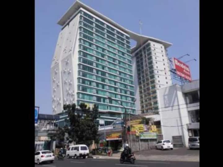 La Grande Apartment, City & Mountain View