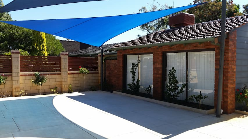 2 -Bedroom Mini  Unit - Booragoon - Choza