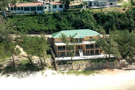 Lindo Mar Villa's