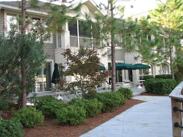 Easter Week in Hilton Head with Free Golf