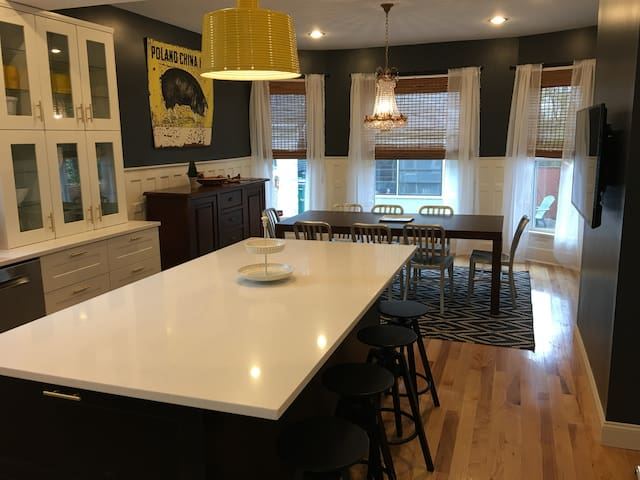 Perfect Location * New Kitchen * Ideal For Groups - Buffalo - Huis