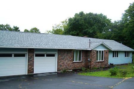 200- Long Term House Rental - Greenville - Hús