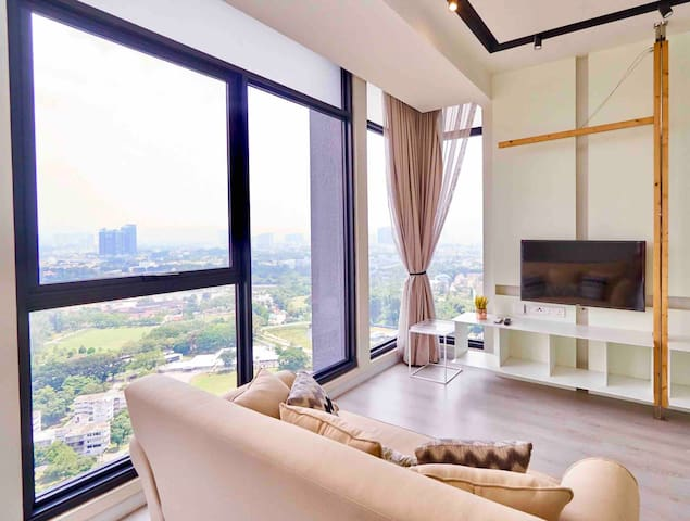 Condo with Lake & KLCC views, infinity pool