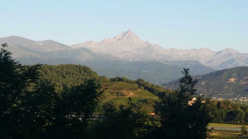 Cottage sulla collina vista Monviso - Saluzzo - บ้าน