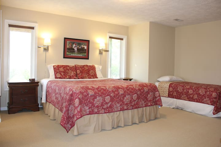 A California king bed and a twin bed.