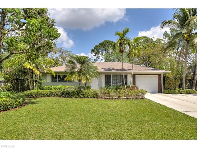 Bonita Springs Home - Convenient Location - Bonita Springs - Haus