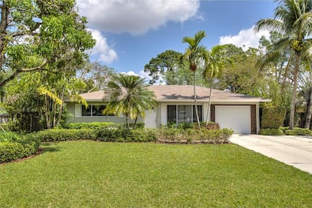 Bonita Springs Home - Convenient Location - Bonita Springs - House