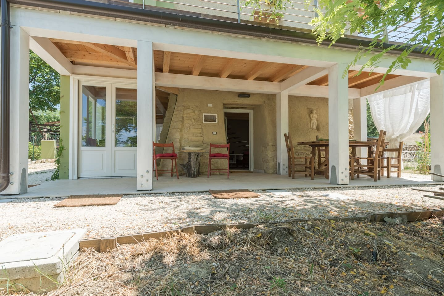 L'ESPERIENZA DI VIVERE IN UNA CASA DI TERRA: SENTINELLA GUEST HOUSE A CASALINCONTRADA – CH – ITALY