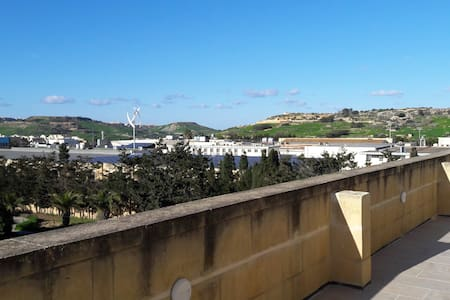 Penthouse with hot tub in Xewkija, Gozo - Xewkija
