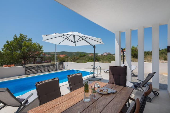 Villa in Vodice with heated pool, 6 guests