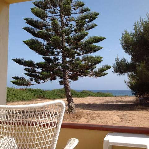 Ampia veranda attrezzata con vista sull'impareggiabile mare di Capopassero