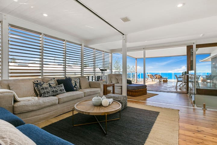 SEASCAPE PENTHOUSE IN HEART OF SUNSHINE BEACH