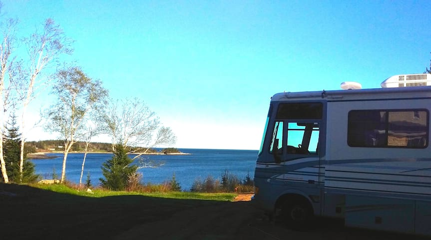 Motor home overlooking the bay of fundy campers rvs for for Minimalist house bay of fundy