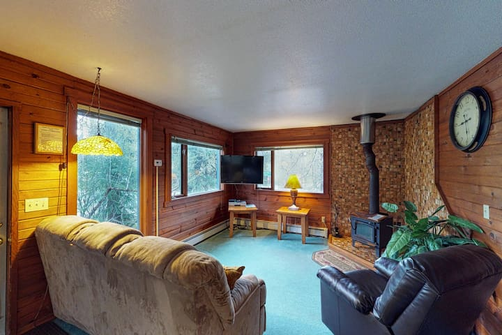 Conveniently-located condo features private hot tub, nearby skiing and hiking