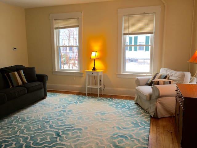 Beautiful 2 Bedroom -  2 Blocks to Main Street! - Montpelier - Apartemen