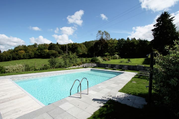 Moderna casa vacanze con piscina a Saint-Hubert