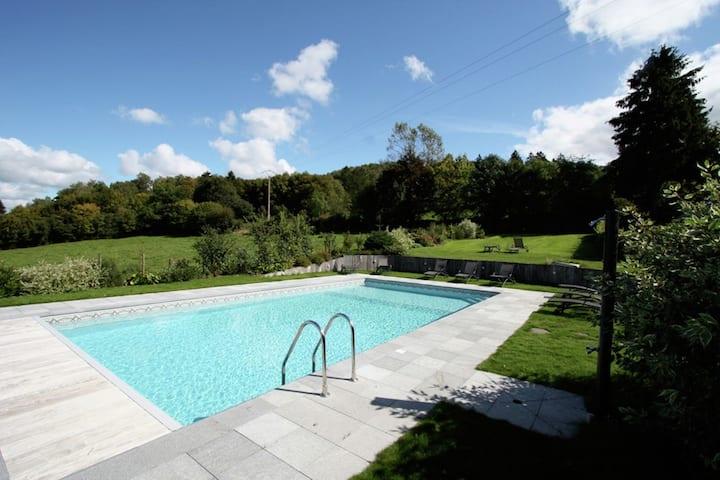 Maison de vacances moderne avec piscine à Saint-Hubert