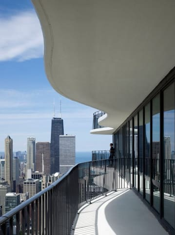 LUXURY STAY MILLENIUM PARK WITH HUGE BALCONY - Chicago - Wohnung