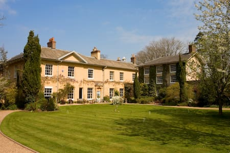 Large house, sleeping up to 31, exclusive hire - Tonedale - House