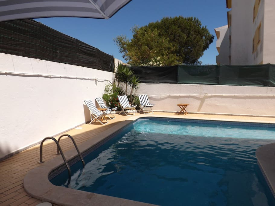 acess to swimming pool at only 150 metres. acesso a piscina a apenas 150 metros.