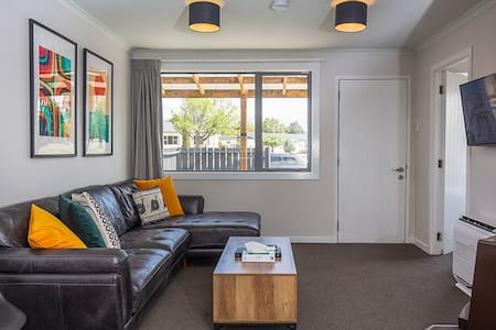 34 Mackenzie Apartments - Deluxe King  - Unit 1