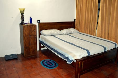 Home Stay Colombo - Private Bed Room - Sri Jayawardenepura Kotte - House