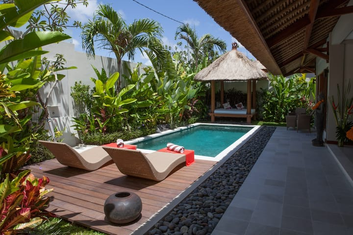 Kakariki villa, private pool, quiet area
