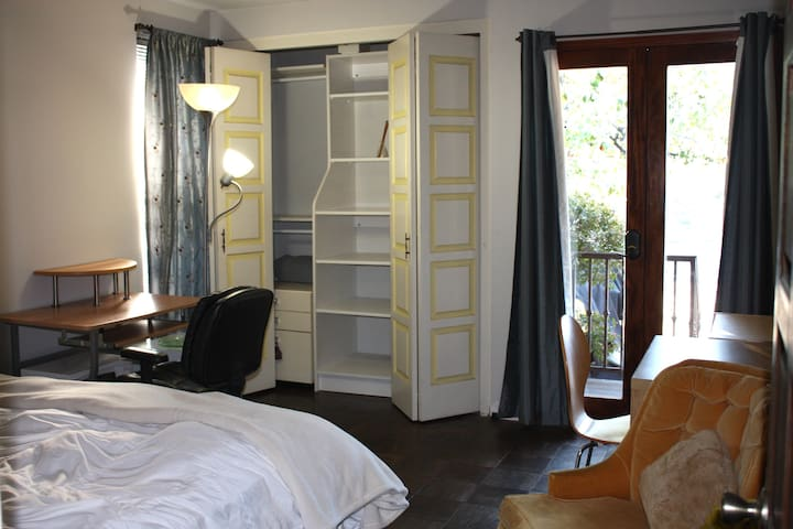 Private room with direct separate entrance