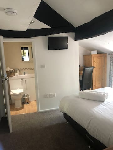 Room 3 a sweet bijou en suite room.