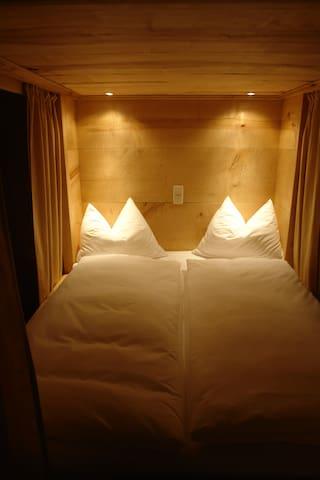 Himmelbett im Elternschlafzimmer