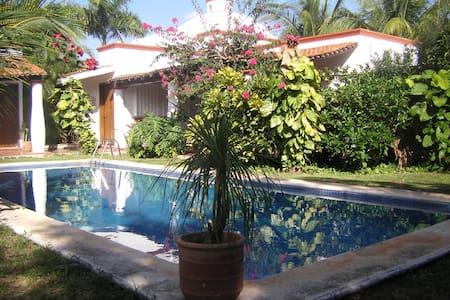 SPAciosa casa estilo mexicano con alberca! - กังกุน - บ้าน