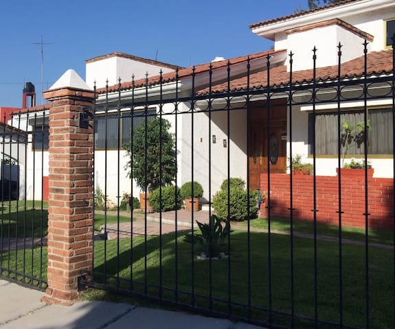 Ideal room for visiting scholars in Villas - Villas de Irapuato - Haus