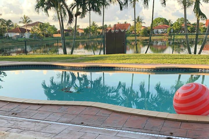 Casa Lago 3 Bedrooms 2 Bath Pool Pond View A+ Area