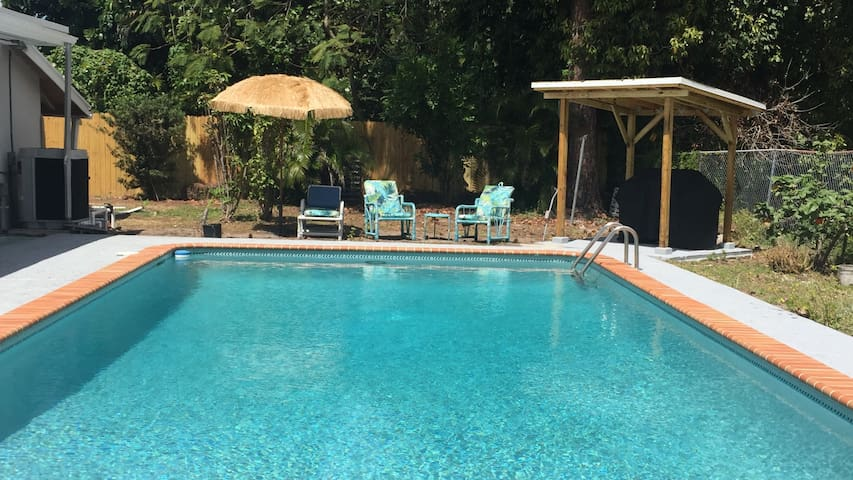 4/2 Baths Private Heated Pool Vacation Home