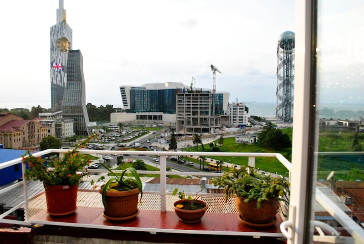Cozy Apartment with Beautiful Sea View - Batumi - Apartamento