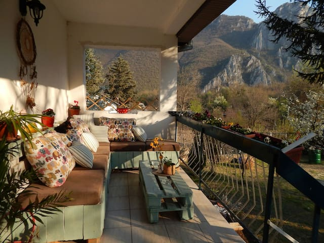 Relaxing house at Canyon Matka