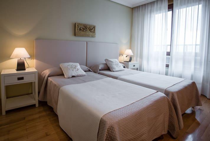 cálida y acogedora habitación doble