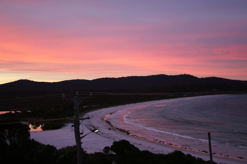 Witness spectacular sunsets from the best vantage point in Binalong Bay