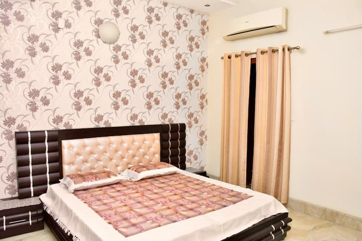 4Bhk family house|Room2|Pinjore. Great location.