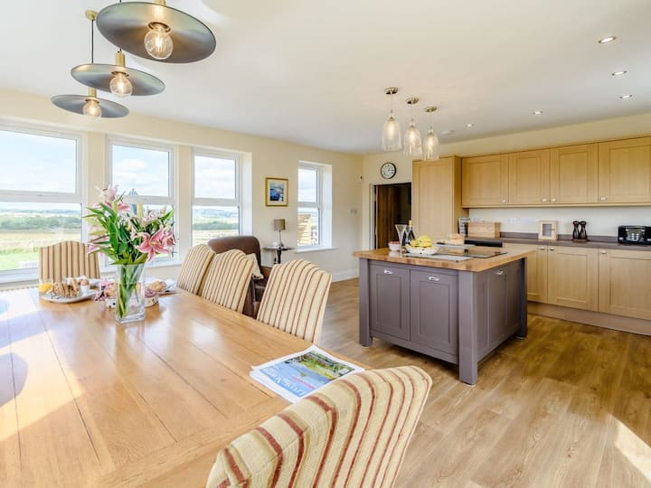 The Hoot - Cosy Coastal Cottage In Northumberland